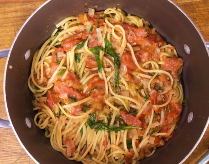 One-Pan Pasta: Spicy Tomato Sauce and Linguine